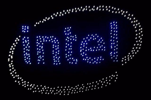 Intel устроила световое шоу с помощью 500 дронов
