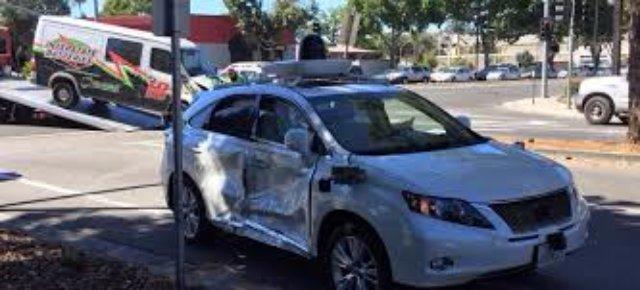 Робомобиль Google попал в серьёзную аварию