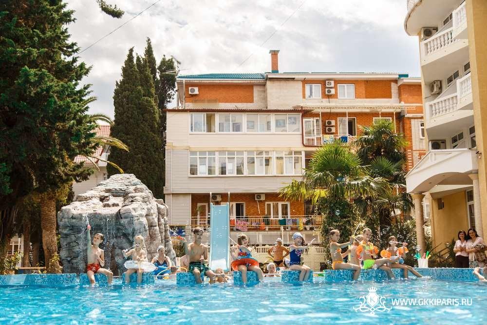 Обновленный бассейн в отеле «Кипарис»
