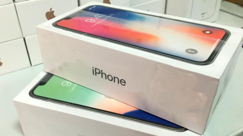 Сколько необходимо работать, чтобы купить себе iPhone X?