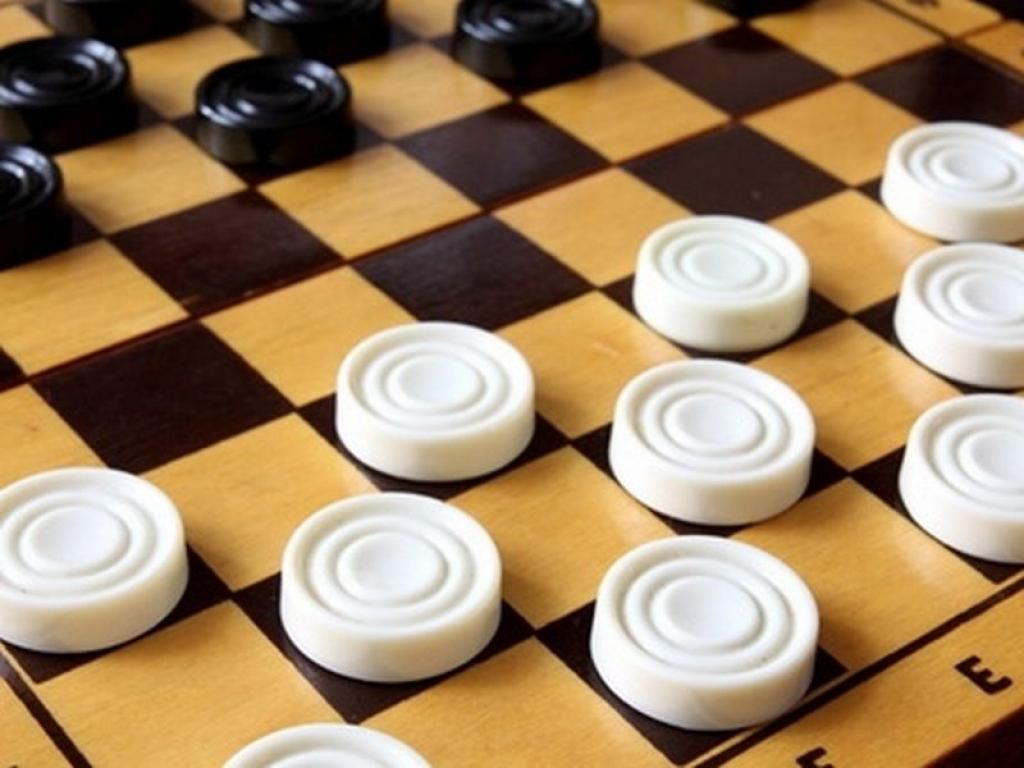 Играть онлайн в русские шашки